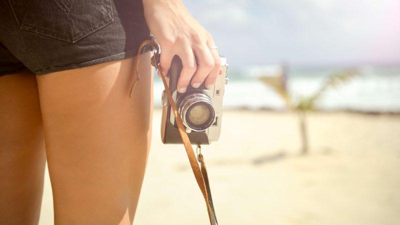 beach-camera-hand-5314